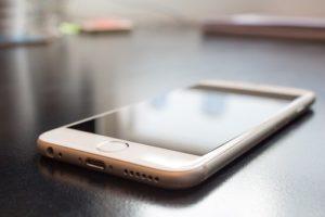スマートフォン、携帯を見る、携帯