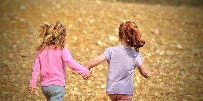 楽しい、歩み、踏み出す、新しい道、楽しい、姉妹