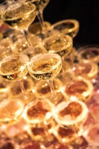 シャンパンタワー、愛